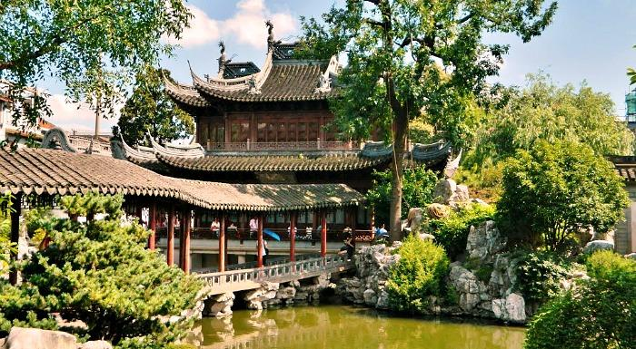 Guided Tour to Yu Garden & Oriental Pearl TV Tower