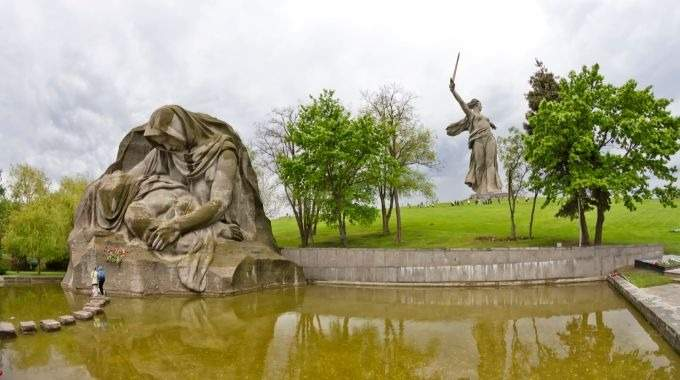 Hero Cities of Russia: Volgograd, Moscow and St. Petersburg - Timeless Monuments to Heroic Russian People (CB-27)